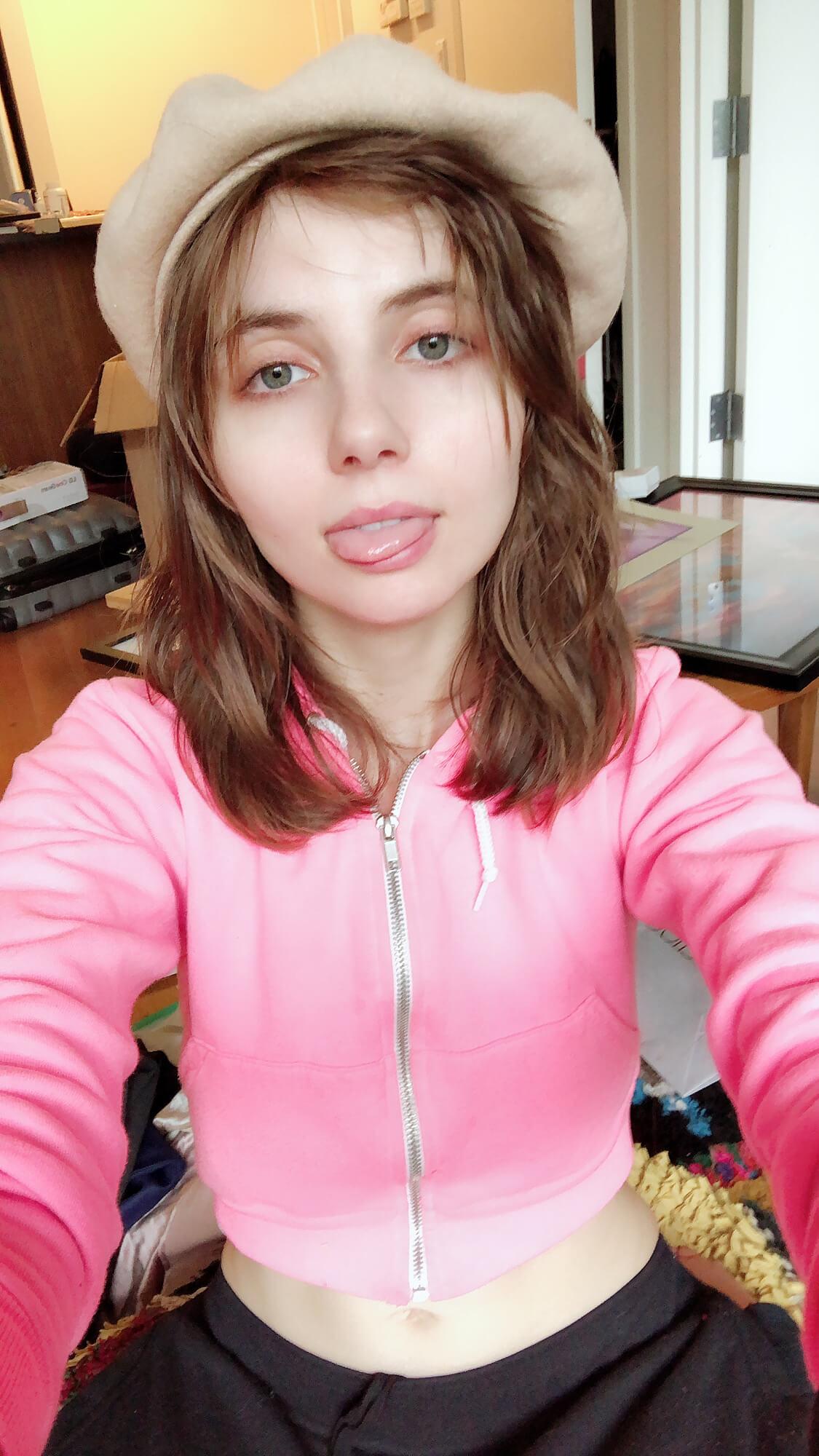 https://liararoux.xxx/wp-content/uploads/2018/10/Liara-Roux-Selfies-and-Snapshots-September-2018-021.jpg